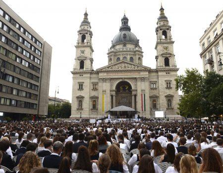Katolikus iskolák Veni Sancte miséje a Szent István Bazilikánál