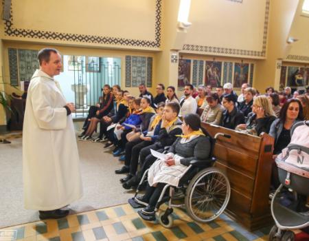 Tizenegy gyermek keresztelője a Salkaházi Sára Katolikus Iskolában