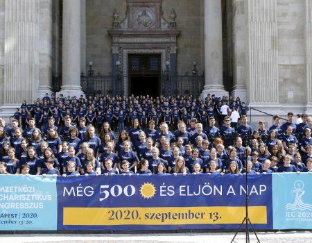 Flashmobbal a szeretetért – 500 fős gyermekkórus részvételével