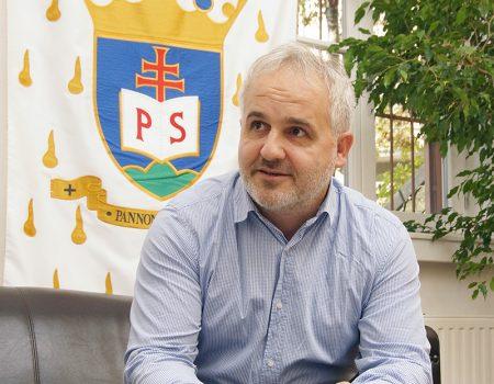 Dóra Zoltán igazgató úr kitüntetése